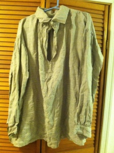 Except for the button rings, this shirt is 100% linen, and 100% handmade. It feels sooooo good.