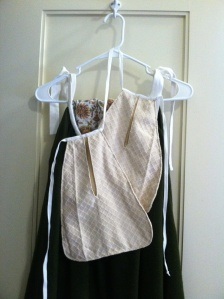 New pockets made in linen diaper weave. The cloth was trimmed from a waistcoat that was updated from c. 1720 to c. 1760.